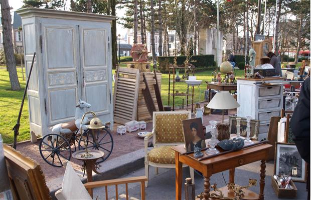 Garage sale tips 9 ways to make more money for Furniture yard sale