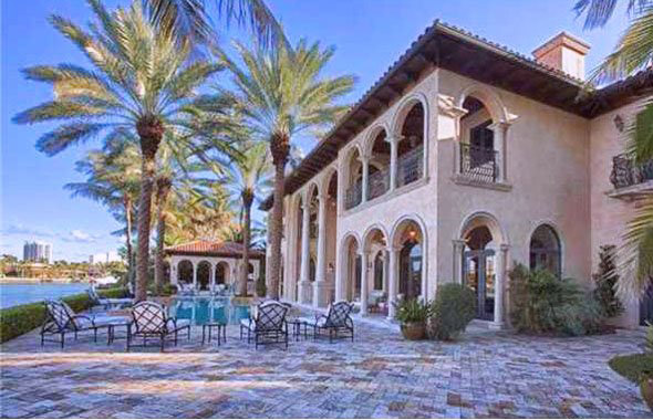10 Luxurious Celebrity Homes With Outrageous Features