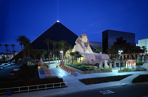 The Luxor Hotel May Be Built Within Close Proximity To Other Topnotch Hotels In Las Vegas Such As Mandalay Bay And Excalibur But This Egyptian Themed
